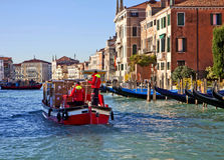 Venedig, Verkehr auf Grand Canal Lizenzfreies Stockbild
