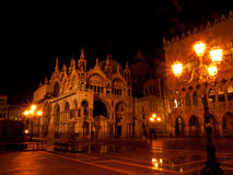 Venedig vid natten, Italien Arkivbilder