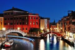 Venedig vid natten, härlig scenisk sikt, Venezia, Italien Royaltyfria Bilder