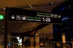 Venerdì 22 dicembre 2017, Dublin Ireland - segni dentro del terminale 2 di Dublin Airport Immagine Stock