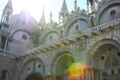 Venetië, Basiliek San Marco, detail van de voorgevel stock afbeelding