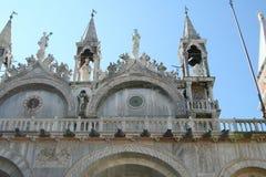 Venetië, Basiliek San Marco, detail van de voorgevel stock foto's