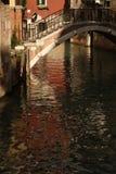 Venetië, brug over een kanaal royalty-vrije stock foto