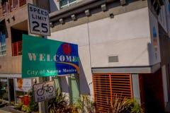 VENETIË, CALIFORNIË, DE V.S., 20 AUGUSTUS, 2018: Openluchtmening van informatief teken van vaag onthaal aan de stad van Kerstman royalty-vrije stock afbeelding