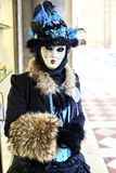 Venetië Carnaval 2017 Venetiaans Carnaval kostuum Het Venetiaanse Masker van Carnaval Venetië, Italië Venetiaans blauw Carnaval-k Royalty-vrije Stock Fotografie