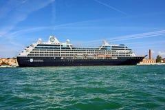 Venetië, cruiseschip Stock Afbeelding