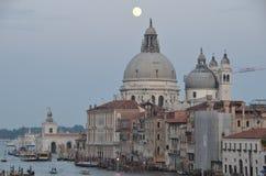 Venetië in de avond Maan Stock Foto's
