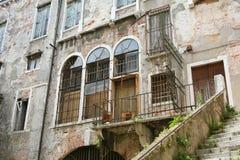 Venetië, de oude bouw in ruïnes stock fotografie