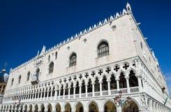 Venetië, de voorgevel van Palazzo Ducale Stock Foto's