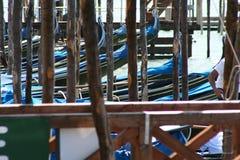 Venetië, gondels in Piazza San Marco stock foto's
