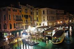 Venetië Grand Canal op een duidelijke nacht Royalty-vrije Stock Afbeeldingen