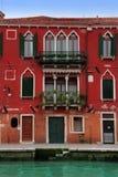 Venetië: het mooie rode paleis van de 15de Eeuw Royalty-vrije Stock Afbeeldingen