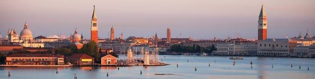 Venetië in het vroege ochtendpanorama Stock Foto