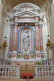 Venetië - het zijaltaar door Antonio Rosa met Madonna van de Rozentuin (1836) in kerk Santa Maria del Rosario Royalty-vrije Stock Foto