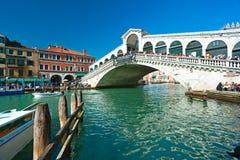 Venetië, iRialtoBrug. stock foto's