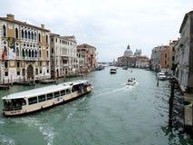 """VENETIË, ITALIË â€ """"11 Juni, 2016: Grand Canal en Basiliekkerstman Stock Afbeelding"""