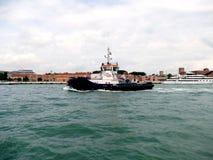 """VENETIË, ITALIË â€ """"11 Juni, 2016: Proefboot voor cruiseschip met Stock Afbeelding"""