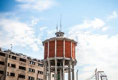 VENETIË, ITALIË - AUGUSTUS 20, 2016: Beroemde architecturale monumenten en kleurrijke voorgevels van oud middeleeuws gebouwenclos Royalty-vrije Stock Fotografie
