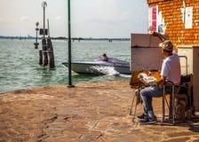 VENETIË, ITALIË - AUGUSTUS 17, 2016: De bootbewegingen van de hoge snelheidspassagier op de Venetiaanse kanalen op 17 Augustus, 2 Stock Afbeeldingen