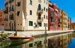 Venetië, Italië - Augustus 14, 2017: Het kanaal van Venetië met boten en klassieke gebouwen Stock Afbeelding