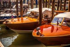 VENETIË, ITALIË - AUGUSTUS 17, 2016: Mening over cityscape van Grand Canal op 17 Augustus, 2016 in Venetië, Italië Royalty-vrije Stock Fotografie