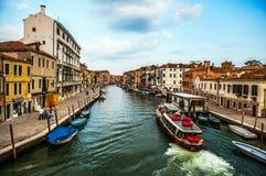 VENETIË, ITALIË - AUGUSTUS 17, 2016: Mening over cityscape van Grand Canal op 17 Augustus, 2016 in Venetië, Italië Stock Foto