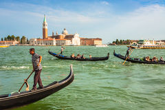 Venetië, Italië, 9 Augustus, 2013: Traditionele Gondel op Kanaalgrand royalty-vrije stock afbeelding
