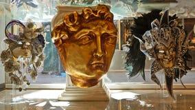 VENETIË, ITALIË, 25 AUGUSTUS: Venetiaanse Carnaval-maskers voor verkoop.  Stock Afbeeldingen