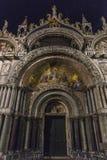 Venetië in Italië bij nacht stock foto