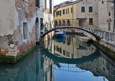 Venetië, Italië, een minder bekende plaats met oude gebouwen stock afbeelding