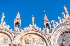 VENETIË, ITALIË - FEBRUARI 8, 2015: Stadsarchitectuur op zonnige D Stock Afbeeldingen