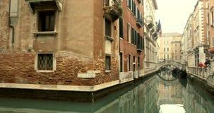 VENETIË, ITALIË - Januari 2014: Kanalen en oude buidings stock footage