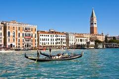 VENETIË, ITALIË - MAART 28.2015: Boten in Grand Canal in Italië op 28 Maart, 2015 in Venetië Royalty-vrije Stock Foto's