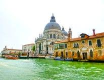 Venetië, Italië - Mei 10, 2014: Mooie mening van Groot kanaal op kleurrijke voorgevels Royalty-vrije Stock Foto