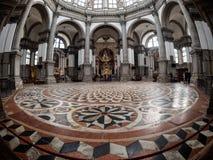 Venetië, Italië - Oktober 05: een brede hoekmening in de beroemde Santa Maria della Salute-kerk op 05 Oktober, 2017 binnen Royalty-vrije Stock Fotografie