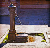 Venetië, Italië - oude ijzerfontein Stock Afbeeldingen