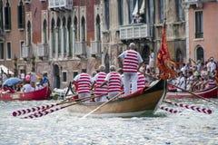 VENETIË, ITALIË - SEPTEMBER 07, 2008: De historische schepen openen Regata Storica, wordt gehouden elk jaar op de eerste Zondag i Royalty-vrije Stock Foto's