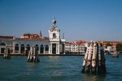 VENETIË, ITALIË - SEPTEMBER, 9 2018: Puntadella Dogana, Dogana DA brengt in Venetië, Italië in de war Weergeven van het Giudecca- royalty-vrije stock foto's