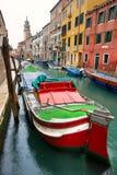 Venetië, Kanaal en Boot. stock afbeelding