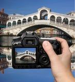 Venetië met brug Rialto in Italië Stock Foto