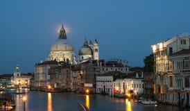 Venetië onder een volle maan Royalty-vrije Stock Foto's
