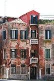 Venetië, pellend huis royalty-vrije stock foto's