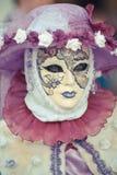 Venetiaans gemaskeerd model van Venetië Carnaval Stock Afbeeldingen