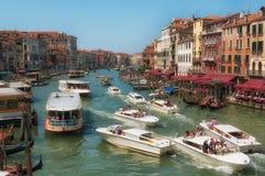 Venetiaans Kanaalverkeer Stock Foto's