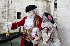 Venetiaans luxueus kostuum op Carnaval in Venetië Stock Afbeelding