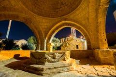 Venetiaanse fontein in Ayia Napa, middeleeuws klooster Famagustadi stock afbeelding