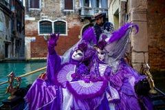 Venetiaanse Gemaskeerde Modellen stock afbeeldingen