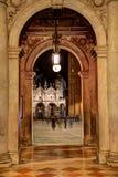 Venetiaanse Overspannen Passage met Licht Royalty-vrije Stock Fotografie