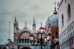 Venetian arkitektur i romantiskt ljus arkivbild