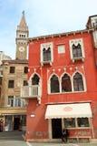 Venetian arkitektur på Piran den gamla staden Royaltyfria Foton
